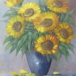 blaue Vase mit Sonnenblumen